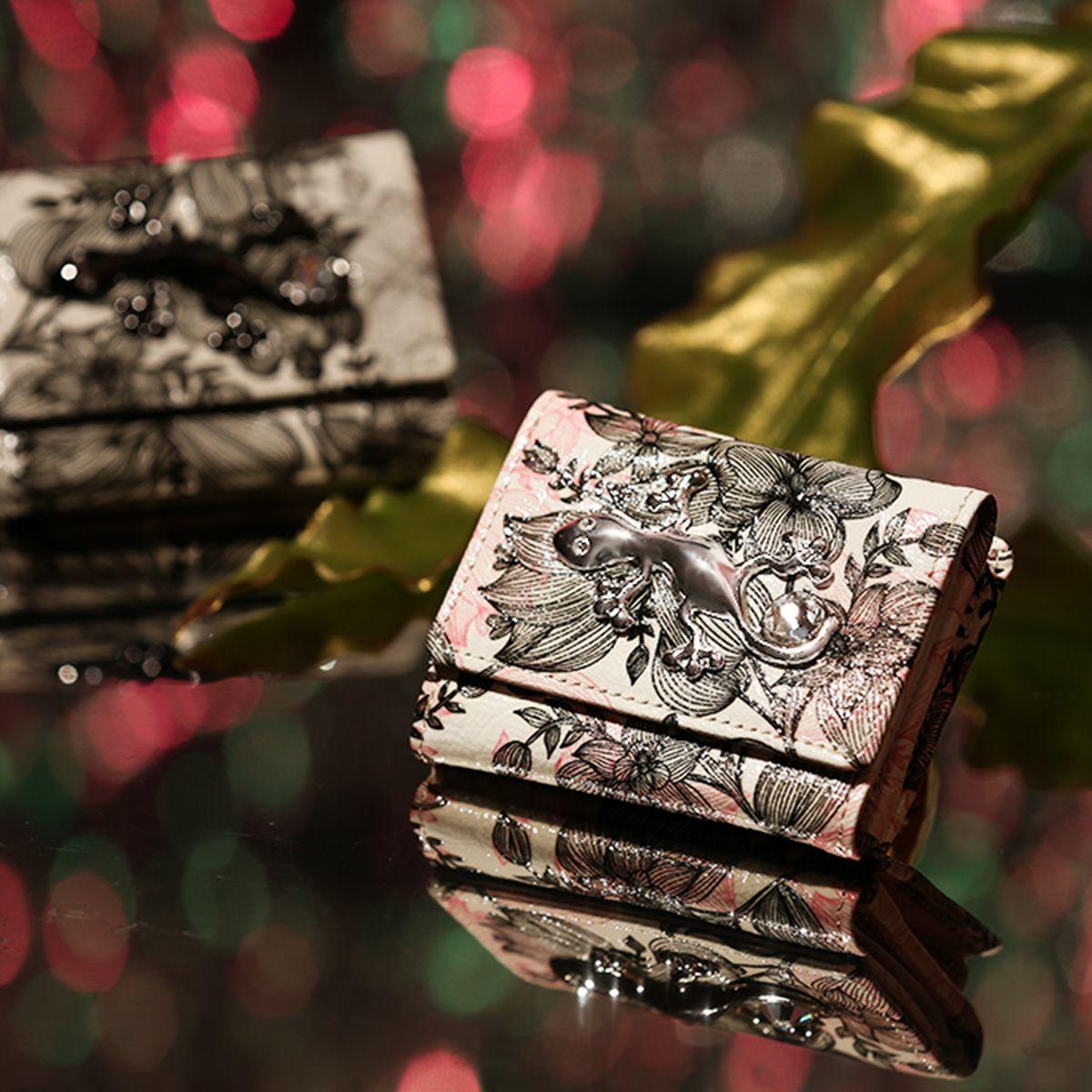 クリスマスプレゼントにおすすめなお財布はフルッティのピピテトです